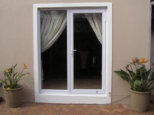 eurostyle hinged door 1